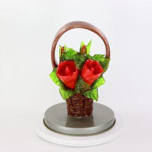 Карамельная Корзинка с розами огненно-красными в тубе
