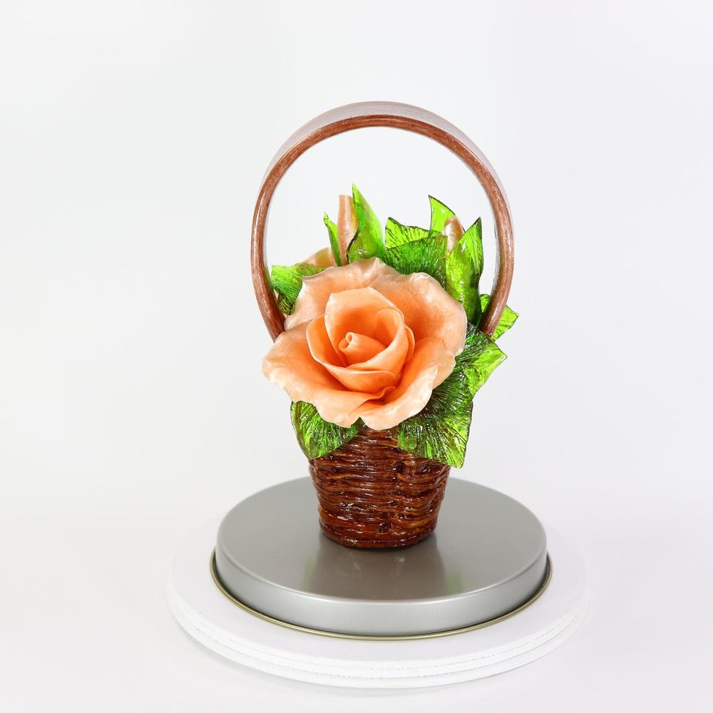 Карамельная Корзинка с розами чайными в тубе