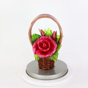 Карамельная Корзинка с розами малиновыми в тубе