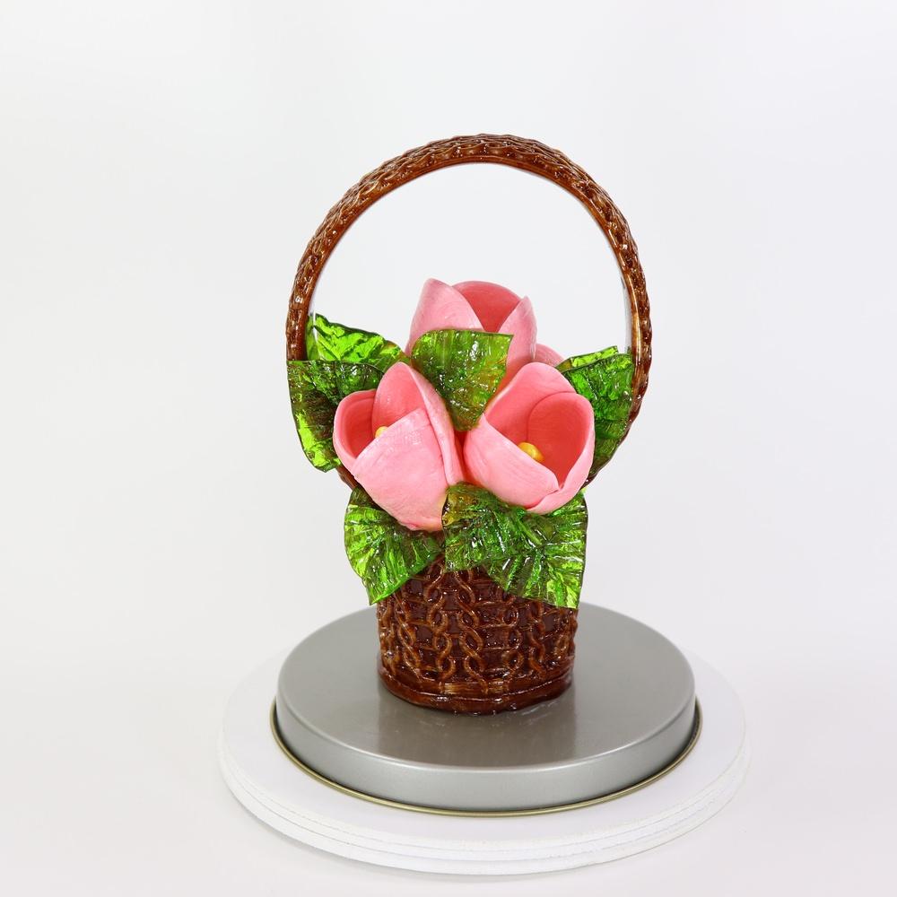 Карамельная Корзинка с тюльпанами розовыми в тубе