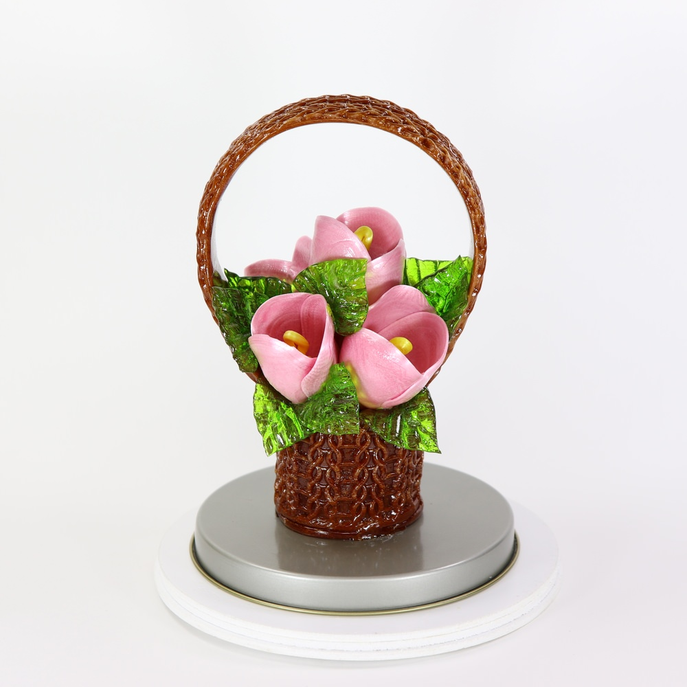 Карамельная Корзинка с тюльпанами лиловыми в тубе