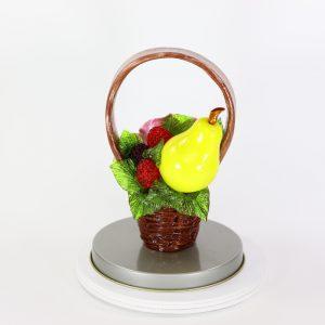 Карамельная Корзинка с лиловой розой, грушей и ягодами в тубе